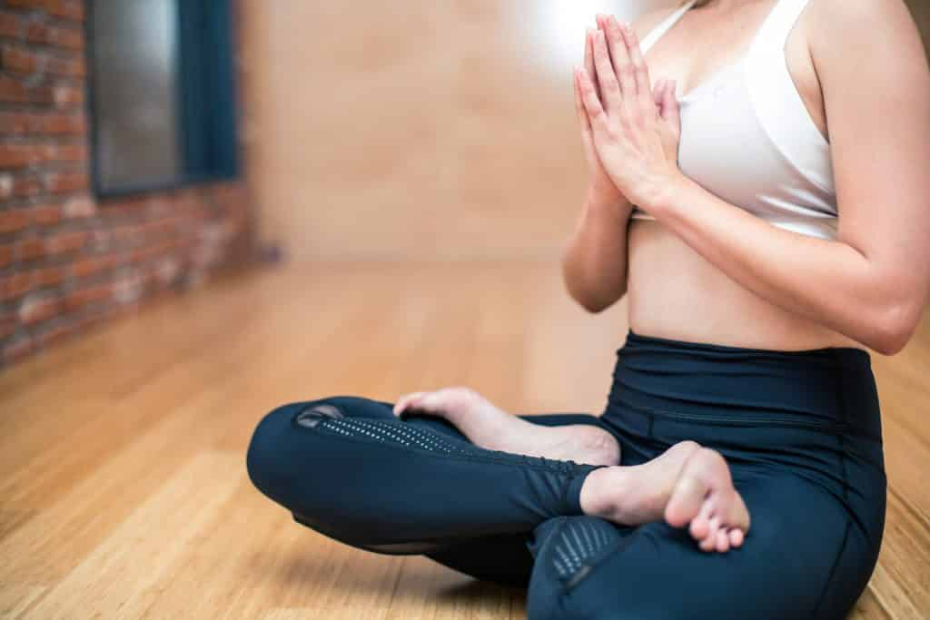 Pause Moderne -Box creative et gourmande Article blog -Le Yoga Vinyasa