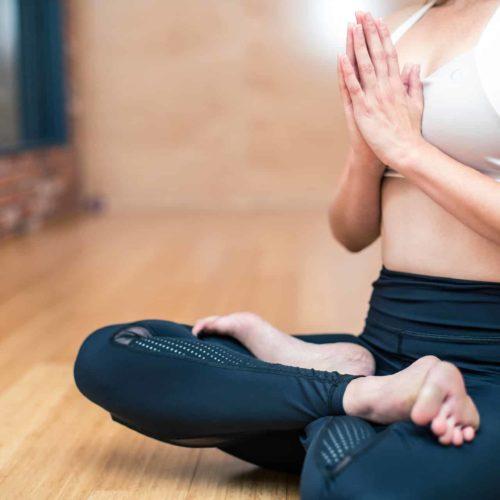 Pause Moderne -Box creative et gourmande Article blog -Le Yoga Vinyasa