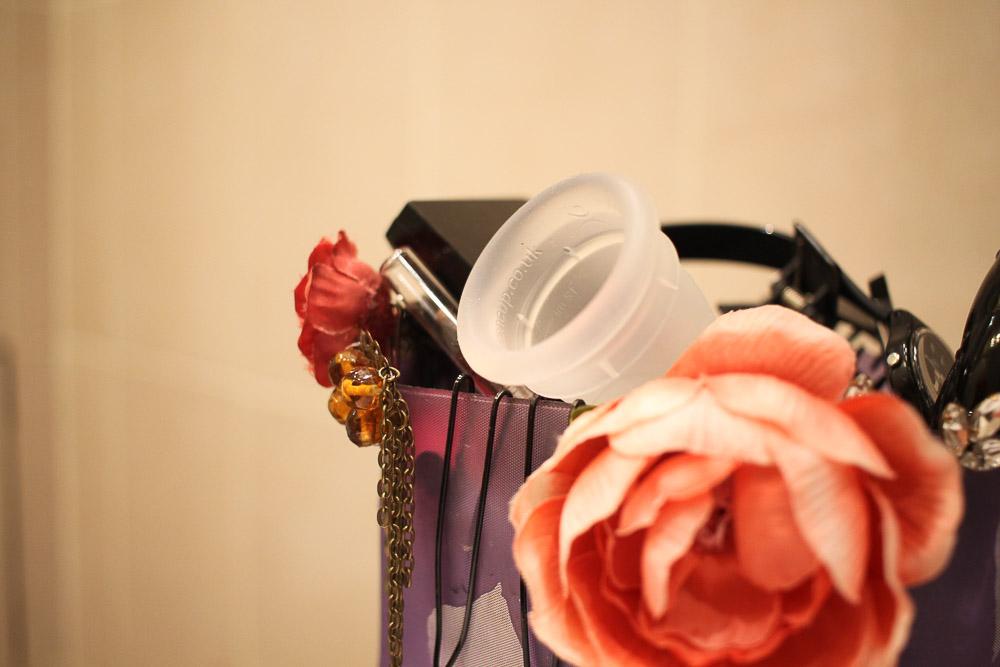 PAUSE MODERNE - Cup menstruelle comment la vider_-2