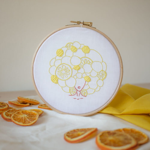 Kit broderie – La fille aux citrons