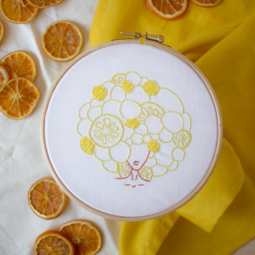 Kit DIY broderie – La fille aux citrons